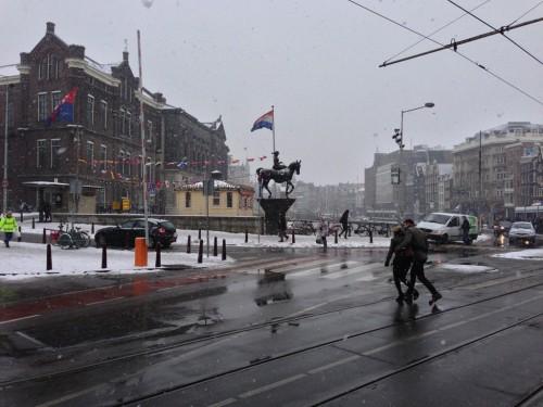 snowy_statue